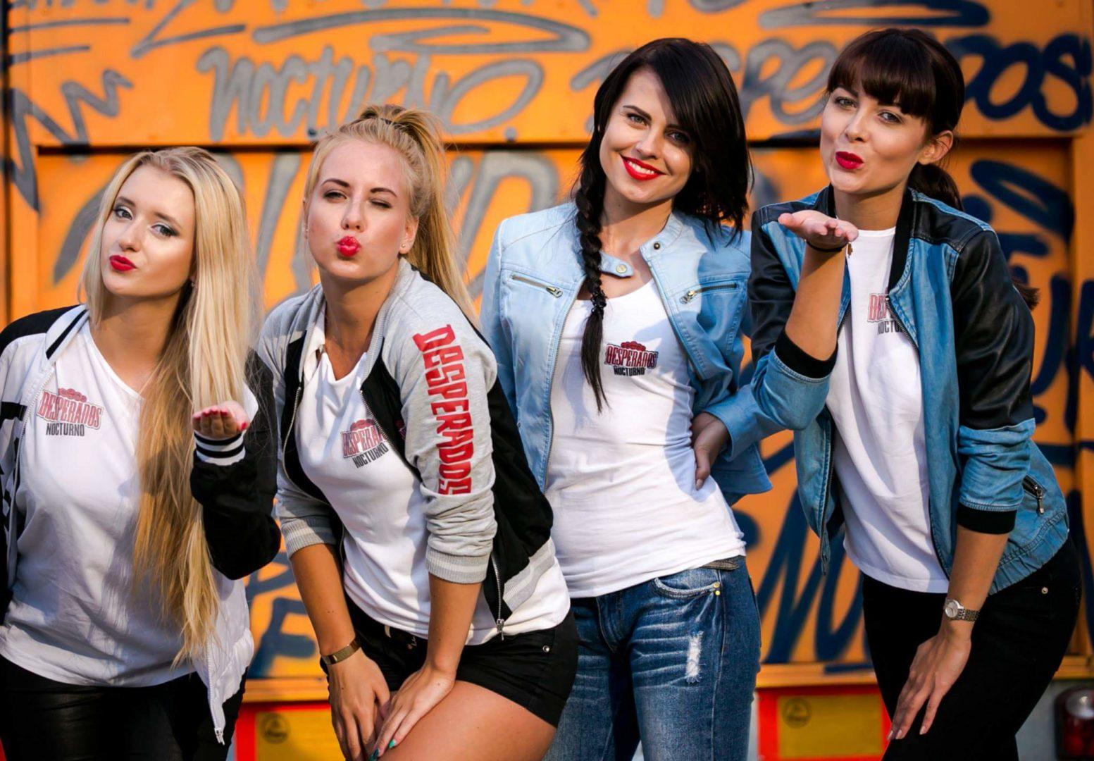 Wynajem hostess i modelek na targi – 5 powodów dlaczego warto