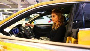 Hostessa w samochodzie