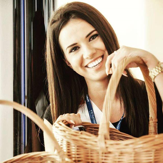 usmiechnieta hostessa w warszawie